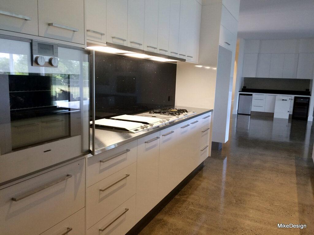Kitchen cabinets drawers benchtops pantries islands mike design - Tile splash kitchen ...
